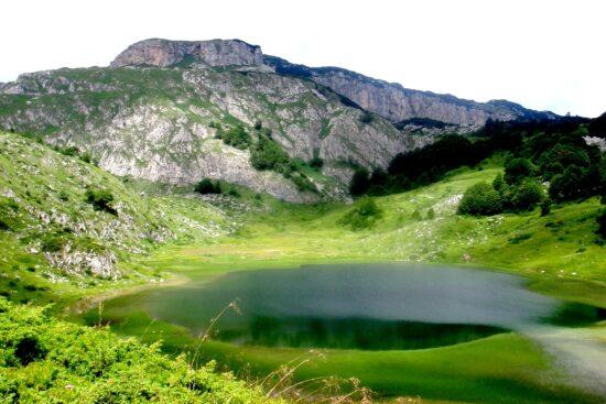Treskavica je najviša sarajevska planina, i samo za 300 metara niža od najviše planine u Bosni i Hercegovini.