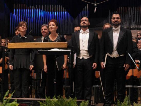 Kamerni orkestar Sarajevske filharmonije: Dirigentica Samra Gulamović i solisti