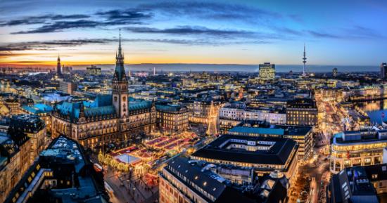 Hamburg, grad na sjeveru Njemačke, druga je po veličini luka u Europi, odmah iza Rotterdama, sjedište je više od 90 konzulata, što Hamburg postavlja na drugo mjesto u svijetu, odmah poslije New Yorka.