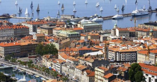 Rijeka, najveća je luka u Hrvatskoj, nekadašnje značajno financijsko središte bivše Jugoslavije.