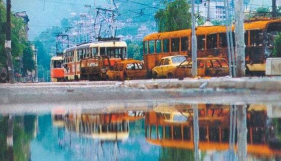 Tramvaji zapaljeni na Skenderiji tokom napada na Sarajevo 2. maj 1992. godine