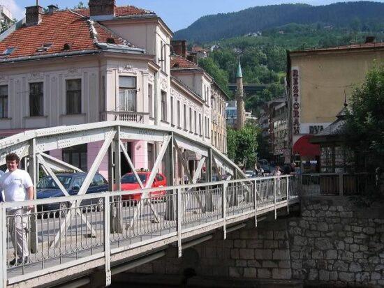 Most Čobanija, Pozorišna kafana, Dva ribara