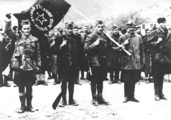 3. bataljon 1. proleterske brigade prima zastavu (Foča, 5. marta 1942)