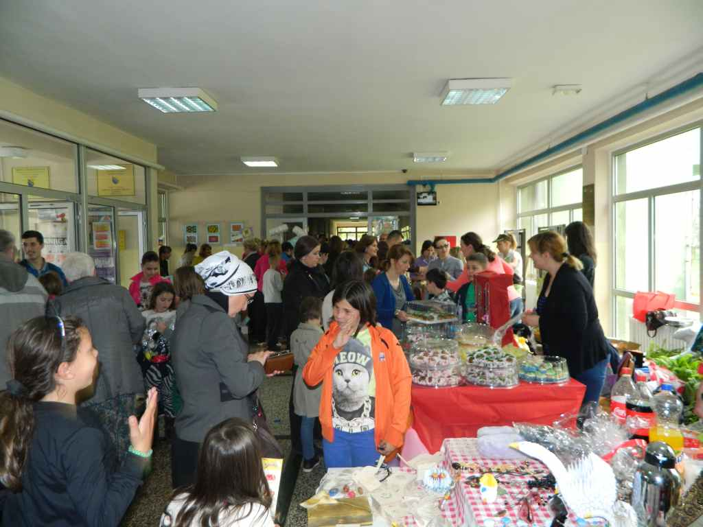 Školski bazar u Drugoj osnovnoj školi (Ilidža, 24. aprila 2015.)