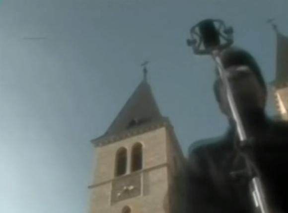 Scena iz video klipa Dine Dvornika - Ti si mi u mislima