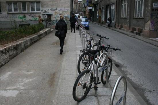 Parking za bicikle u Ćemaluši