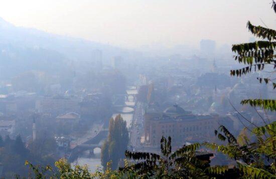 Slika sarajevskog sivila, pogled sa Žute tabije (Sarajevo, 15. novembar 2015, foto: Mina Ćorić)