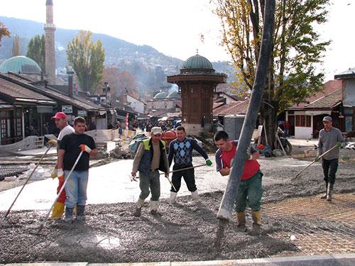 Betoniranje Baščaršijskog trga (Sarajevo, 20. novembar 2015)