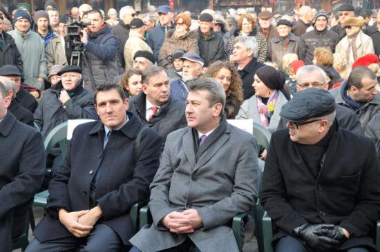 Predstavnici vlasti na Baščaršijskom trgu (Sarajevo, 24. decembar 2015)