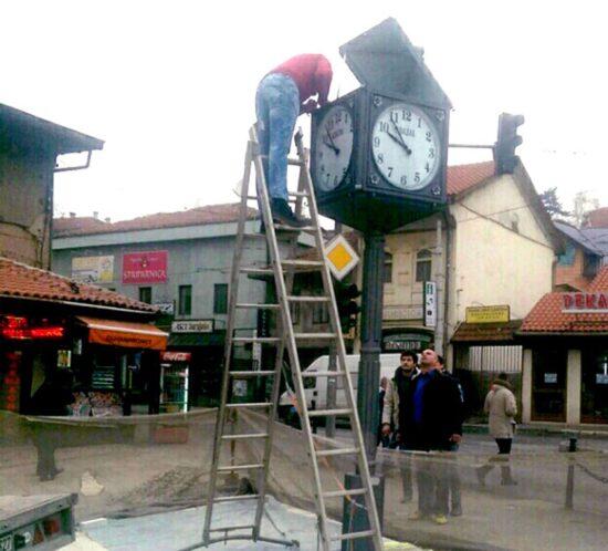 Gradski sat na Baščaršiji je visok četiri metra.
