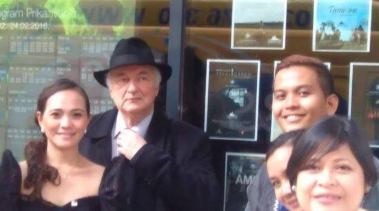 Ibrahim Spahić pozdravlja goste festivala ispred Cinema City-ja (Sarajevo, 19. februar 2016)