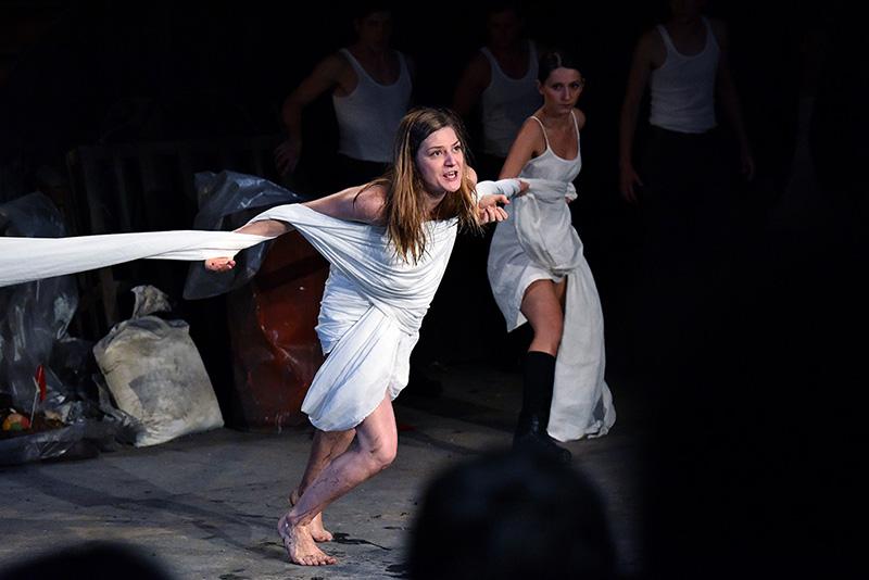 Maja Izetbegović u predstavi Antigona - 2000 godina kasnije