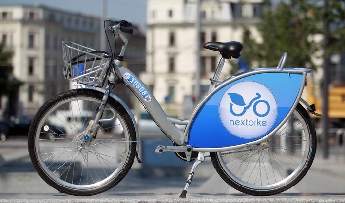 Javna bicikla su sistem prevoza koji donosi velike uštede, smanjuje gužve u saobraćaju i probleme s parkiranjem, doprinosi zaštiti okoline te podiže imidž svakog grada.