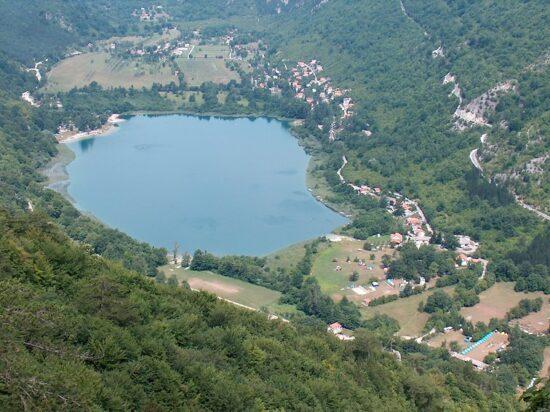 Boračko jezero je prirodno planinsko jezero nadomak Konjica, prijatno za kupanje, odmor i rekreaciju.
