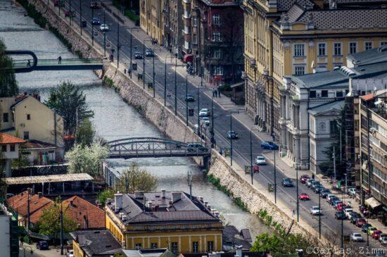 A Miljacka teče (Sarajevo, foto: Carias Zimm)