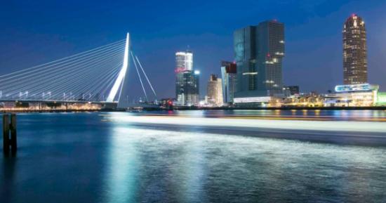 Rotterdam, grad u Nizozemskoj, službeno postoji od 1328. godine kada ga je Grof Willem III proglasio gradom, koji se širio oko brane (dam) na rijeci Rotte.
