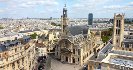 Saint-Étienne, grad u Francuskoj u regiji Rhône-Alpes, leži na rijeci Furan, pritoci Loire, prvi pisani dokazi o postojanju grada datiraju iz 1258. godine.