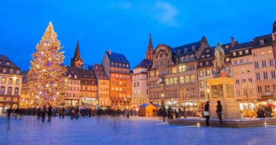 Strasbourg, grad na istoku Francuske, na lijevoj obali Rajne, glavni je grad pokrajine Elzas, jedini je neglavni grad u svijetu čiji je centar UNESCO proglasio svjetskom baštinom.
