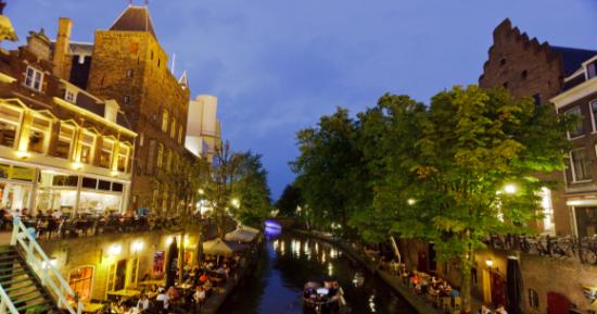 Utrecht, grad u istoimenoj pokrajini Nizozemske, u staroj jezgri, koja obuhvaća centar grada čuva mnoge zgrade i objekte iz ranog Srednjeg vijeka.