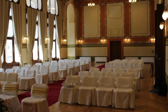 Nacionalna i univerzitetska svadbena sala