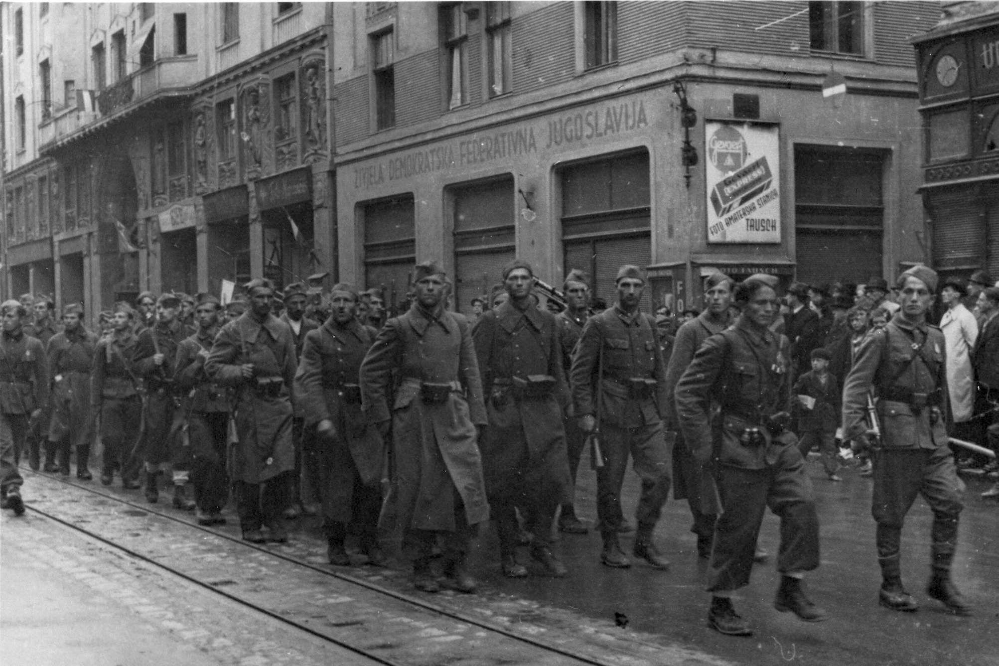 Jedinice 3. korpusa Narodnooslobodilačke vojske ulaze u oslobođeno Sarajevo 6. aprila 1945. godine