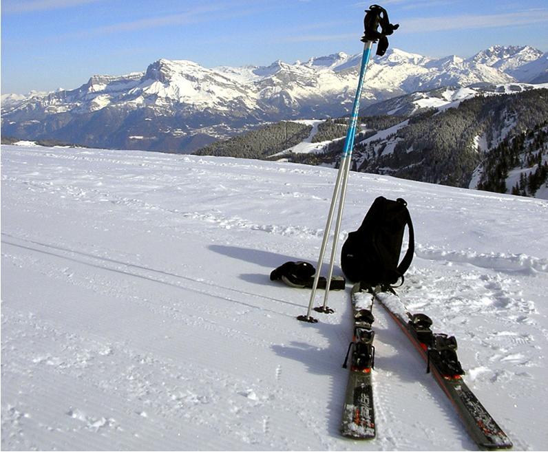Skijanje je način kretanja zasniježenim površinama upotrebom skija koje su skijaškim vezovima pričvršćene za noge skijaša