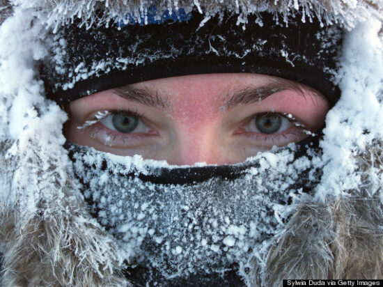 Ako ste zbog obilnih snježnih padavina i neočišćenih puteva ostali izolovani, a u hitnoj ste situaciji, nazovite broj 112 s kojeg će se usklađivati pružanje potrebne pomoći.