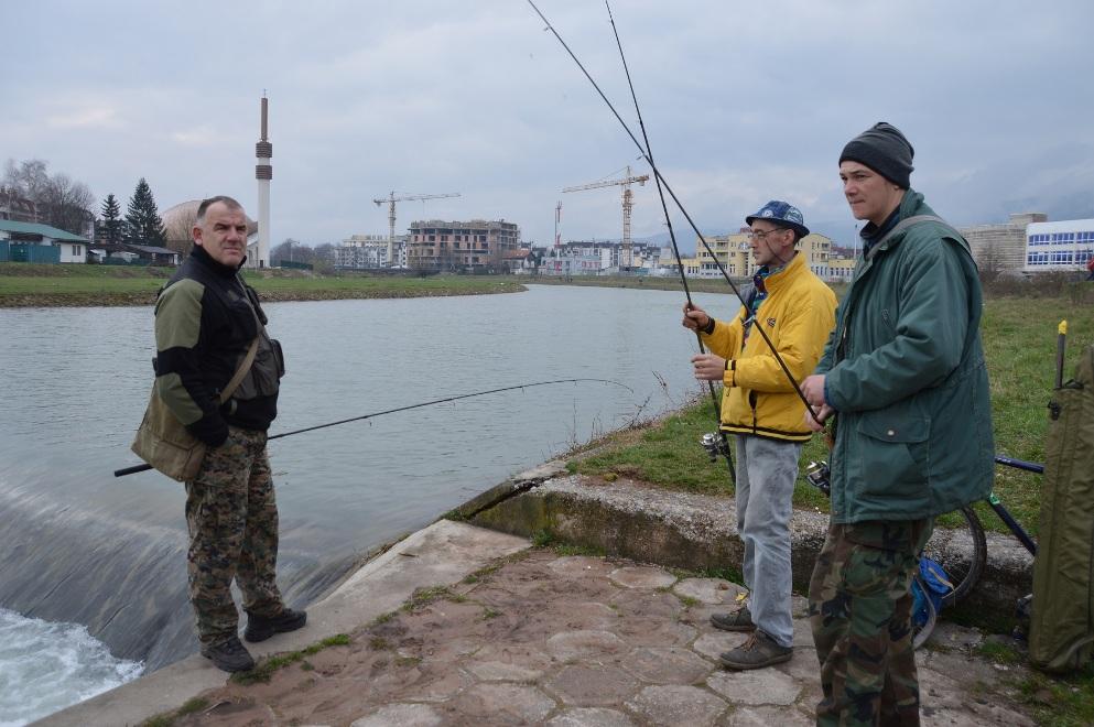 Sportsko ribolovno društvo ´Ilidža´ posebnu pažnju posvećuje radu sa mladima, uzgoju i zaštiti ribljeg fonda i poribljavanju Željeznice i Bosne. (Sarajevo, 12. mart 2016, foto: Ismet Bajrovic)