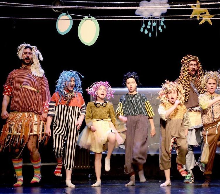 Tata Lav i njegova sretna djeca, Pozorište mladih Sarajevo