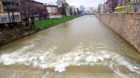 Pogled na Miljacku s mosta Čobanija (Sarajevo, 5. april 2018)